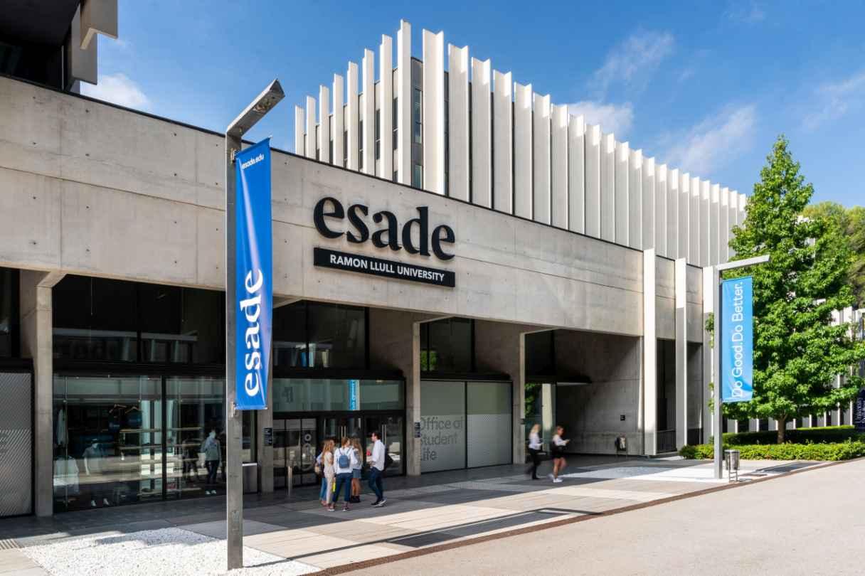 Esade and Banco Santander to award 600 scholarships
